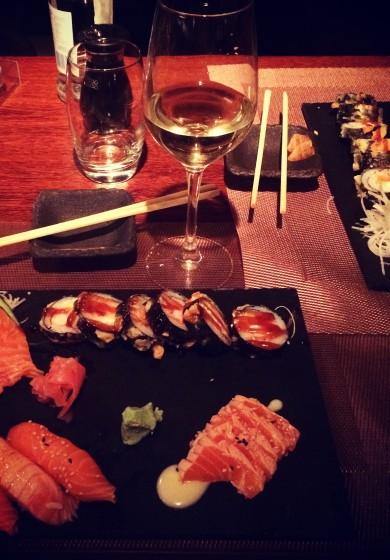 SALMON DELIGHT - Especial hot salmon, nigiri e sashimi em combinado ao natural e braseado