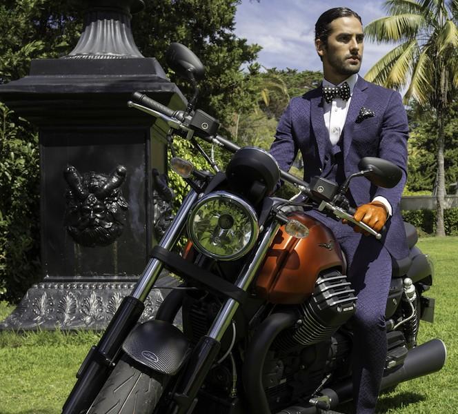 Fato, camisa e sapatos Miguel Vieira, Bowtie Tom Ford (Fashion Clinic), Lenço Dolce &Gabbana (Fashion Clinic) e luvas GANT