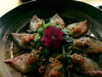 Shiromi maki peixe branco, lima e maionese picante com alga