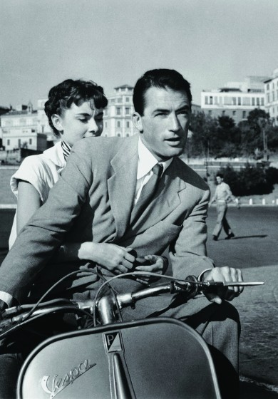 Roman Holiday (1953) | Pers: Audrey Hepburn, Gregory Peck | Dir: William Wyler | Ref: ROM001AW | Photo Credit: [ The Kobal Collection / Paramount ] | Editorial use only related to cinema, television and personalities. Not for cover use, advertising or fictional works without specific prior agreement